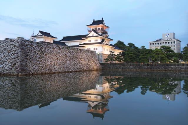 富山城の模擬天守。ただし史実に基づいた復元ではない。